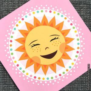 Söt tavla för barn föreställande en glad liten sol med en rosa ram runt