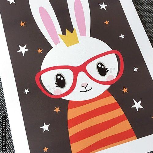 Tavla för barn med söt kanin i randig tröja och glasögon